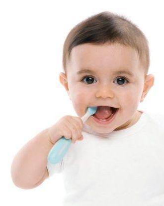 Приучаем не спеша чистить зубки малыша
